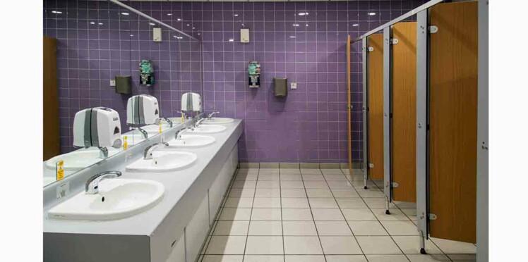 Dans les toilettes publiques, quels sont les cabinets les plus propres?