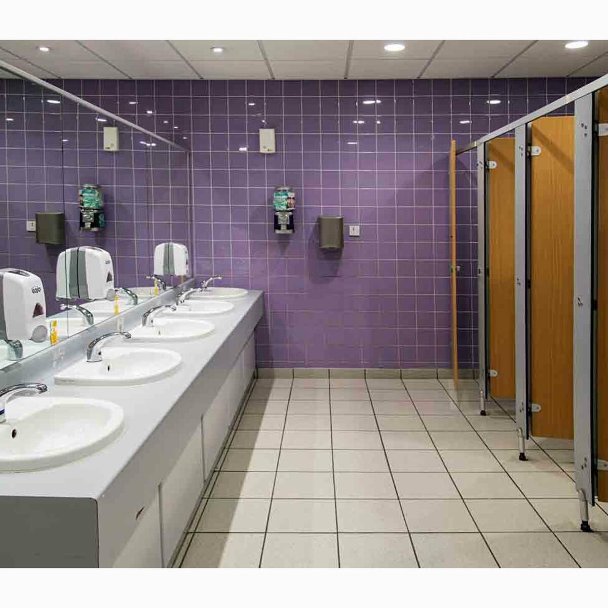 Dans les toilettes publiques, quels sont les cabinets les plus ...