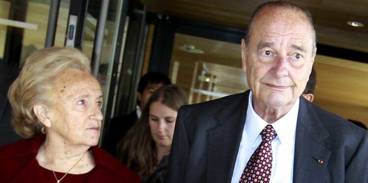 Jacques Chirac rentre chez lui, mais Bernadette retourne à l'hôpital...