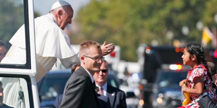 Cette enfant a remis au Pape François une lettre sur le sort des immigrés aux Etats-Unis