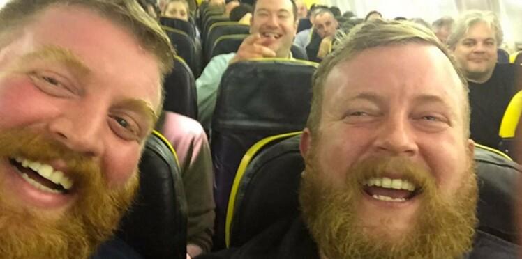 A bord d'un avion, il se retrouve assis à côté de son sosie!