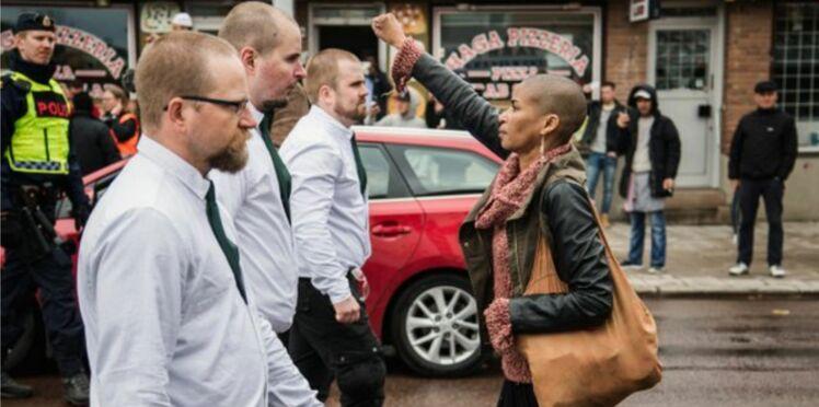 Suède : Elle lève le poing face aux néo-nazis