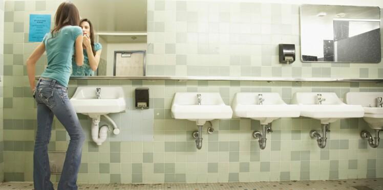 Toilettes des collèges et lycées: pourquoi les jeunes les évitent