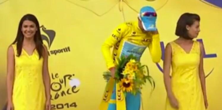 Tour de France : une hôtesse met un vent au maillot jaune, puis s'explique