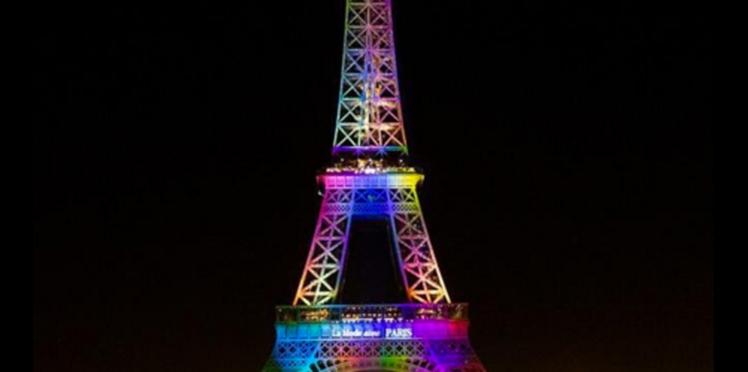 Attentat d'Orlando : la tour Eiffel illuminée aux couleurs de la communauté LGBT
