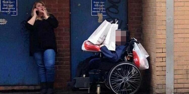 Un handicapé pris pour un porte bagage