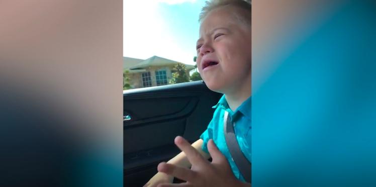 Un jeune garçon atteint de trisomie 21 reprend Whitney Houston et devient une star