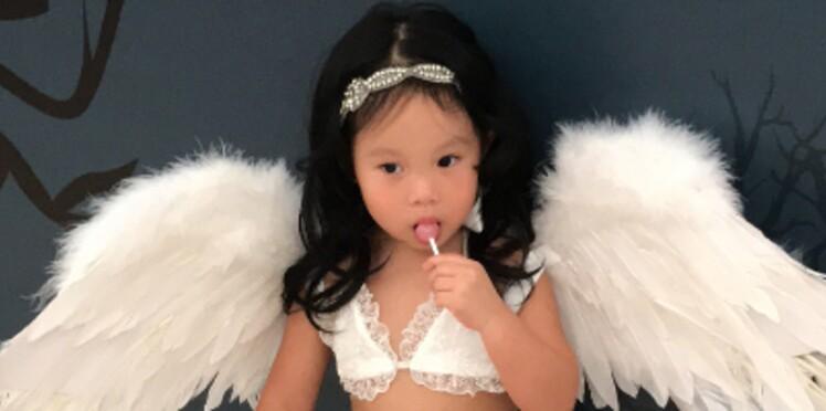 PHOTOS - Scandale : une actrice fait jouer les mannequins lingerie à sa fille de 2 ans