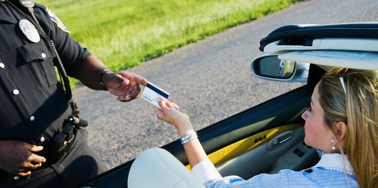 Une automobiliste trouve l'amour grâce à son retrait de permis et remercie la police