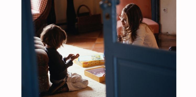 Des parents recherchent une nounou payée à prix d'or pour travailler dans leur maison hantée