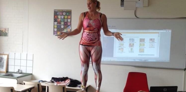 Une prof de biologie se déshabille en cours... Pour la bonne cause!