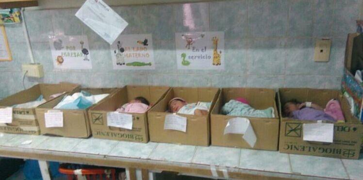 Venezuela : des boîtes en carton en guise de berceau dans les maternités