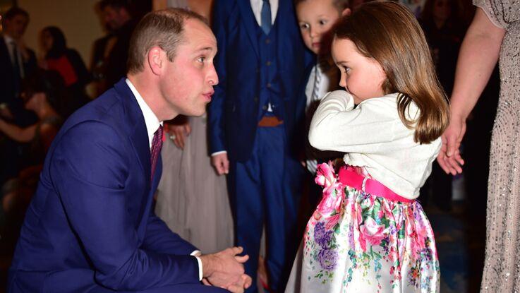 """Vidéo - L'adorable conversation entre le prince William et la petite fille """"la plus courageuse"""" de Grande-Bretagne"""