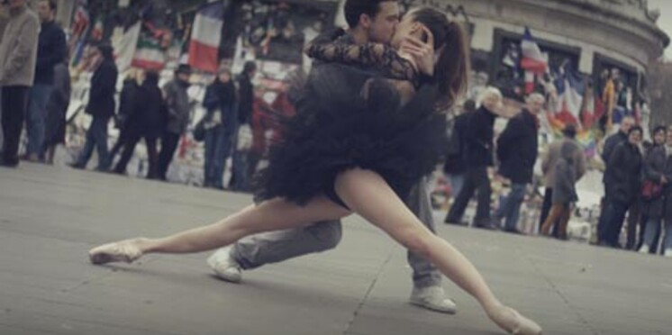 Vidéo : des danseurs rendent un vibrant hommage à Paris