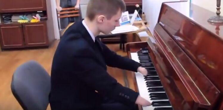 (VIDEO) L'incroyable succès d'un pianiste sans doigts