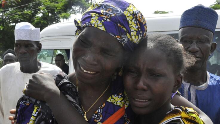 Les retrouvailles émouvantes des lycéennes libérées par Boko Haram avec leurs parents