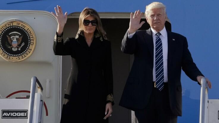 Vidéo - Donald Trump, à nouveau rejeté par Melania, lui met… la main aux fesses