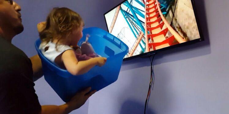 """Vidéo - Ce papa génial, trop fauché pour s'offrir Disneyland, crée des montagnes russes """"maison"""" pour sa fille de 2 ans"""