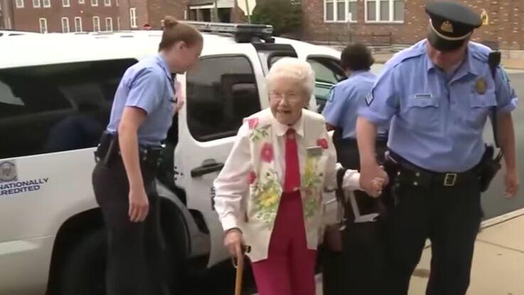 VIDEO : quand la police s'en prend à une femme de 102 ans