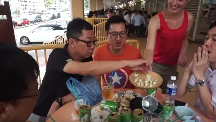 VIDEO – Quand les habitants des cinq continents goûtent le roquefort
