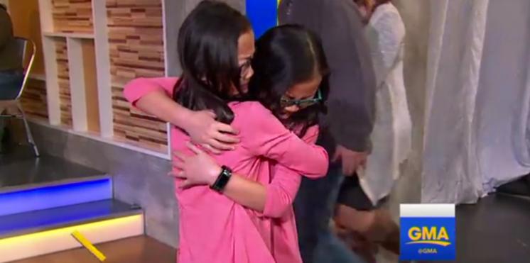 VIDEO - Séparées à la naissance, des jumelles se retrouvent 10 ans plus tard
