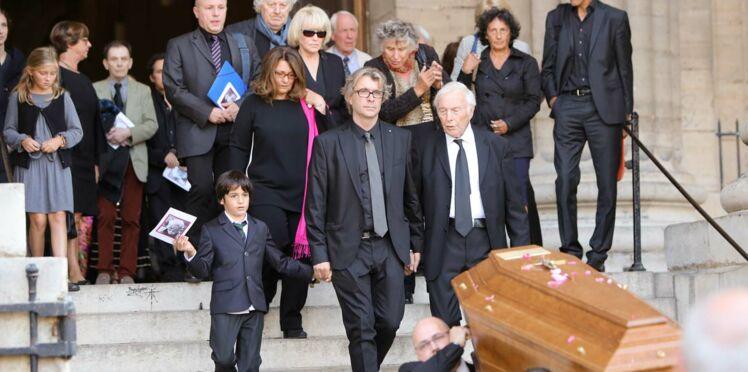 Photos : obsèques de Sylvie Joly, famille et humoristes réunis lui ont dit adieu