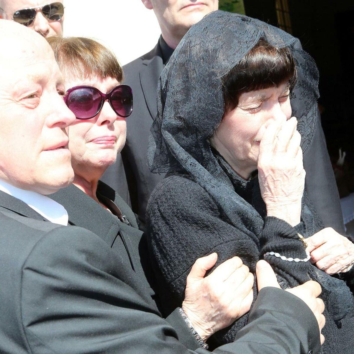 Photos : Mireille Mathieu a enterré sa maman à Avignon : Femme