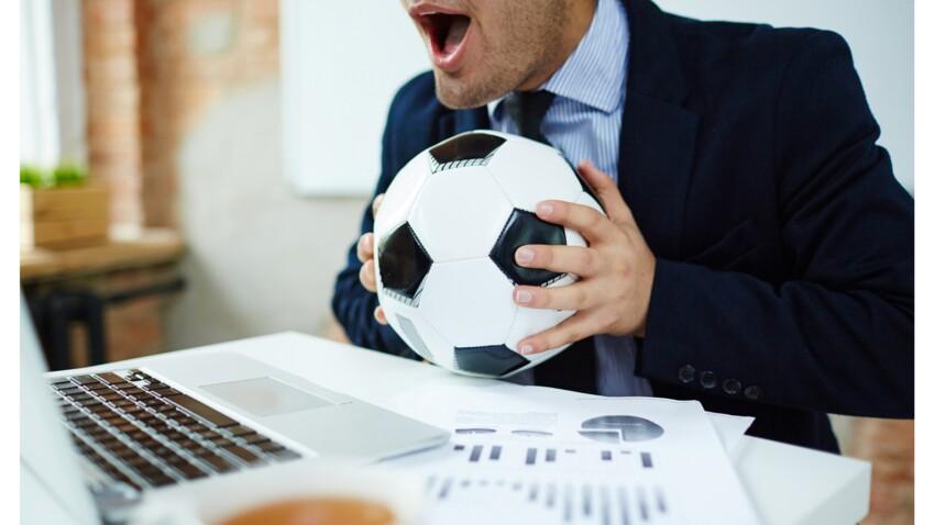 Peut-on se faire virer si l'on regarde le football au travail ?