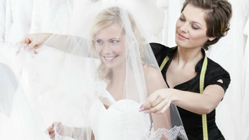 Comment réussir mes essayages de robes de mariée ? (vidéo)