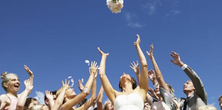 Pot de chambre, jarretière… Les traditions de mariage les plus folles !