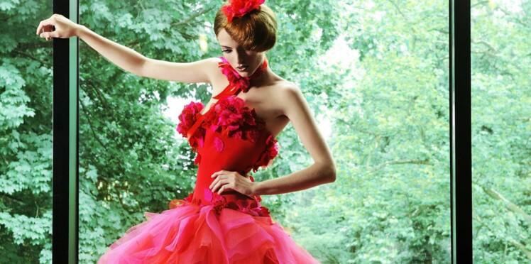 PHOTOS - Jaune, rouge, bleue... 50 robes de mariée pour un mariage plein de pep's!