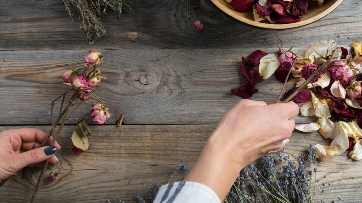 Comment Faire Secher Une Rose Fraiche tendance mariage : les fleurs séchées pour une ambiance
