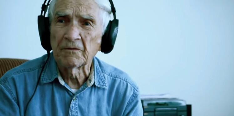 La touchante chanson d'amour d'un vieil homme pour sa femme