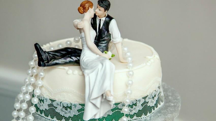 Ce couple mange une part de son gâteau de mariage chaque année depuis 60 ans