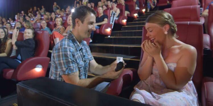 Il demande sa copine en mariage durant la projection de 50 Nuances de Grey