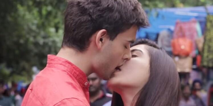 De New Delhi à Rome : des couples s'embrassent aux quatre coins du monde