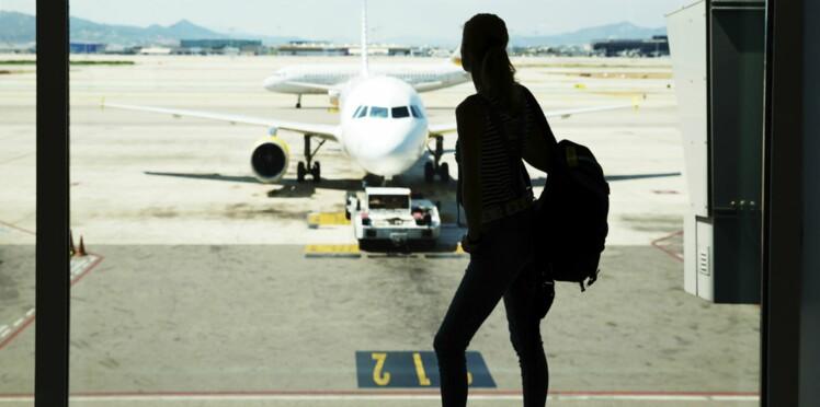 Persuadée que son mari la trompe, elle arrête un avion