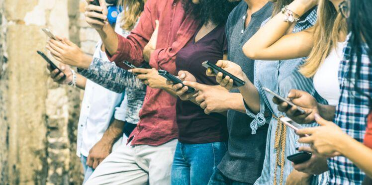 Les Français sont prêts à se passer de sexe… mais pas de smartphone !
