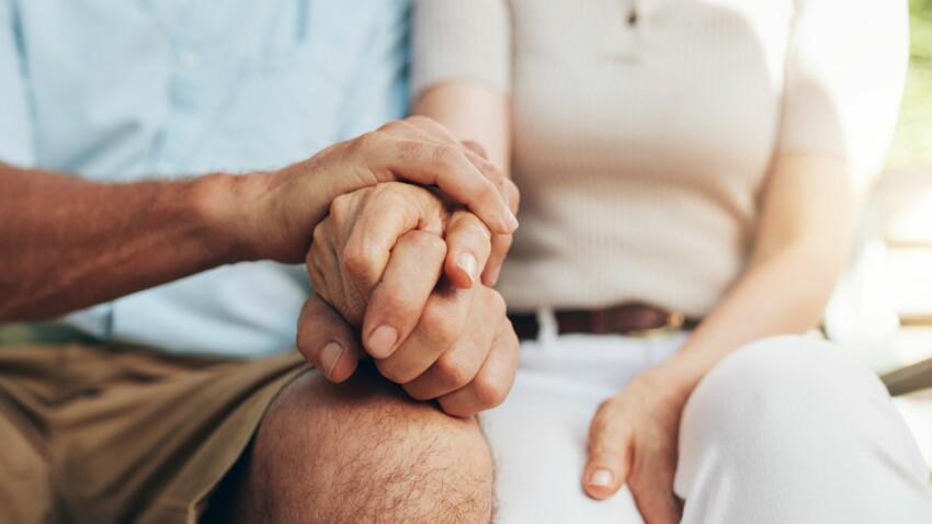 Un antidouleur surprenant : tenir la main de son amoureux