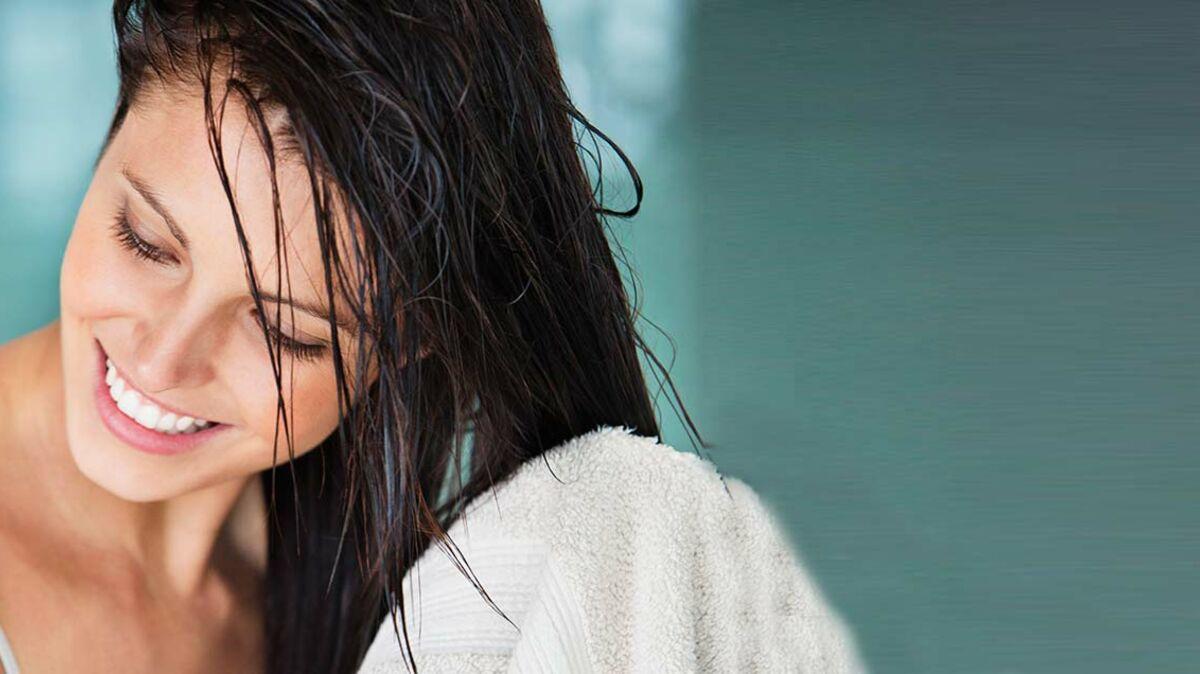 Comment sécher ses cheveux en douceur sans sèche cheveux