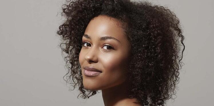 Cheveux crépus : 5 astuces pour limiter les frisottis