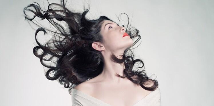 Brosse soufflante ou sèche-cheveux : comment choisir ?