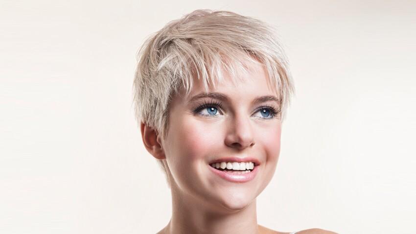 Cheveux blonds cendrés, bien les entretenir
