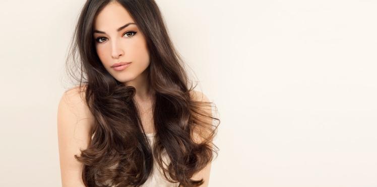 Cheveux châtain foncé, la colo sexy des brunes