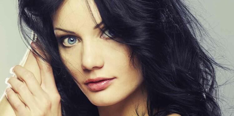 Coupe de cheveux noir bleute
