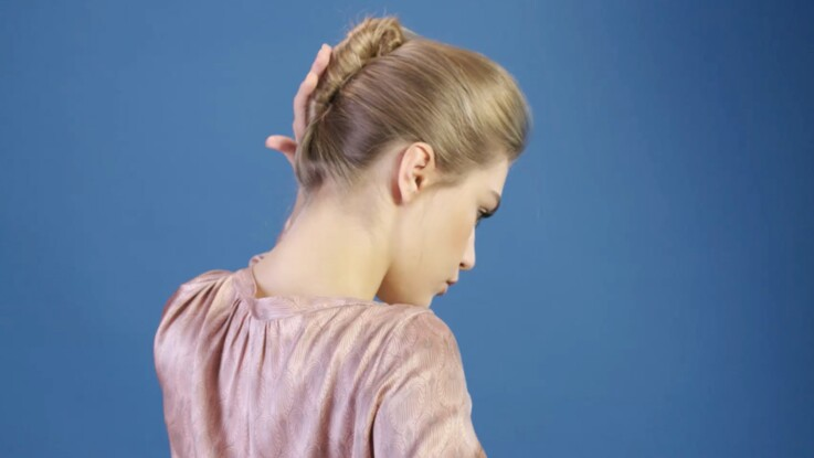 Tutoriel coiffure : le chignon banane (vidéo)