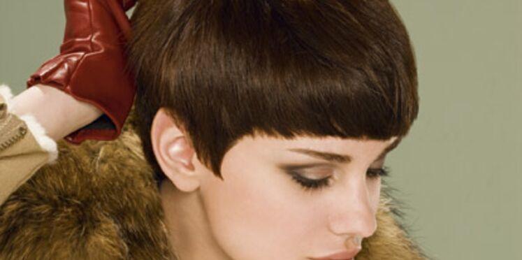 Une coupe de cheveux courte tout en volume