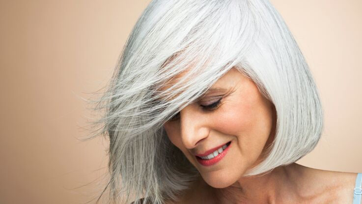 Cheveux gris lumineux, nos astuces coloration et soins