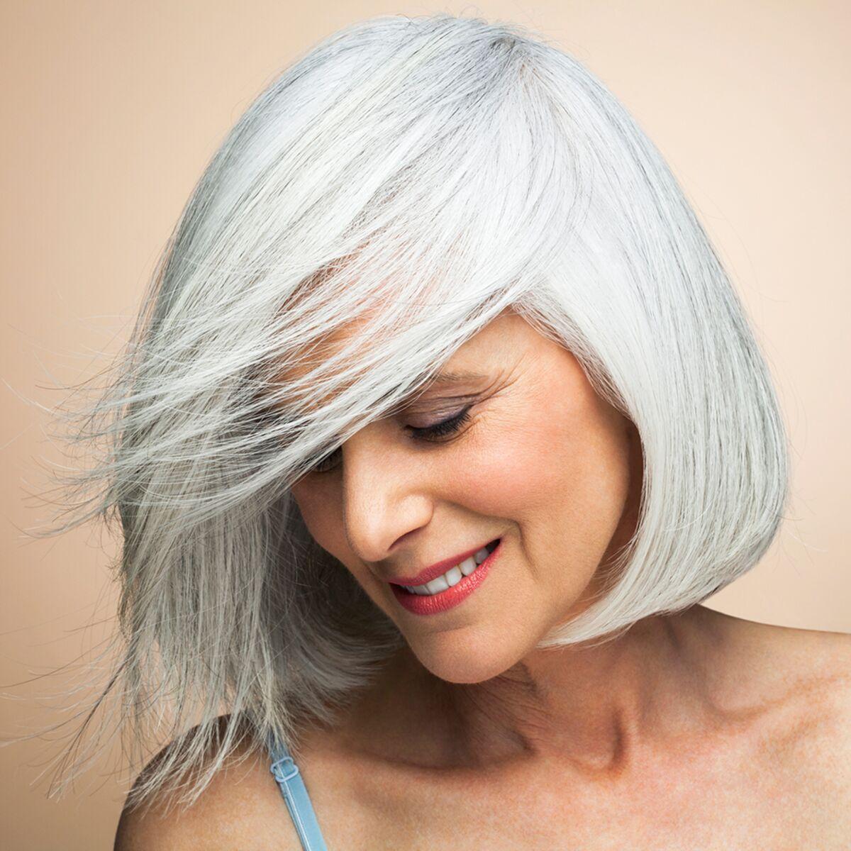 Cheveux Gris Lumineux Nos Astuces Coloration Et Soins Femme Actuelle Le Mag