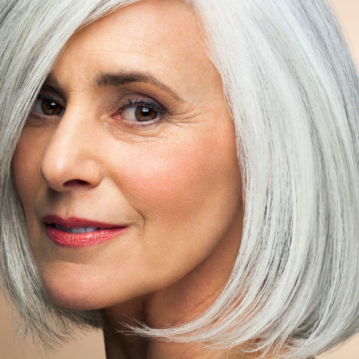 Comment Porter Les Cheveux Blancs A 60 Ans Femme Actuelle Le Mag